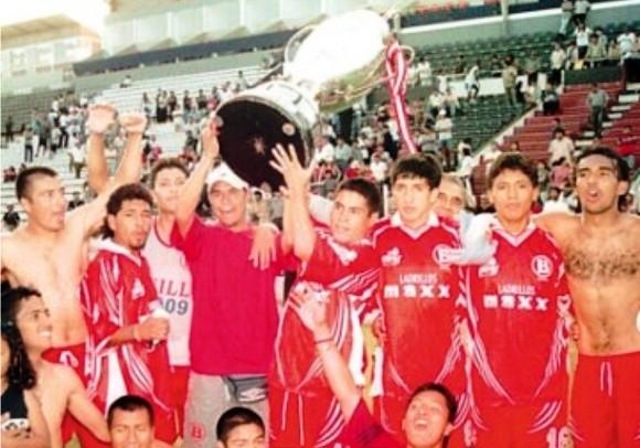 Sport Bolito campeón de la Copa Perú 2001. Freddy García empezó la campaña en la Liga Distrital, pero luego tuvo que alejarse por problemas personales (Foto: archivo)