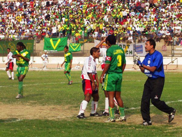 Carlos Laura, algo más joven, era el '1' ancashino en aquella campaña que, finalmente, consagró a los huaracinos como campeones del fútbol macho (Foto: Diario de Chimbote)