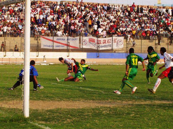 La primera vez que Sport Áncash y José Gálvez se toparon en un torneo oficial debieron irse hasta el Callao para definir quien avanzaba en la Copa Perú de 2004 (Foto: Diario de Chimbote)