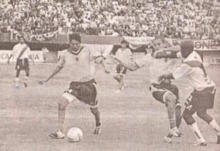 Imagen del duelo entre la UNAP y Deportivo Municipal, por los octavos de final de la Copa Perú 2004. Los ediles cayeron 1-0 en Iquitos (Foto: semanario deportivo Al Toque)