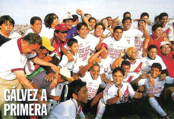 Toda la alegría del campeón de la Copa Perú del 2005 por una nueva vuelta a la Primera División. (Recorte: Revista El Gráfico Perú)