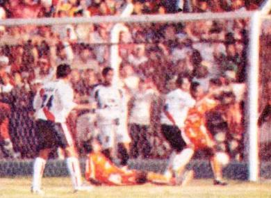 Gálvez y Minero se enfrentan en Chimbote en la revancha de las semifinales de la Copa Perú 2005. En aquel partido los chimbotanos ganaron 3-2 y clasificaron a la final (Recorte: semanario Al Toque)