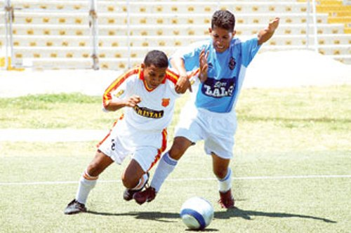Grau y Liberal frente a frente en uno de sus últimos enfrentamientos, en la temporada 2007. (Foto: diario Correo de Piura)