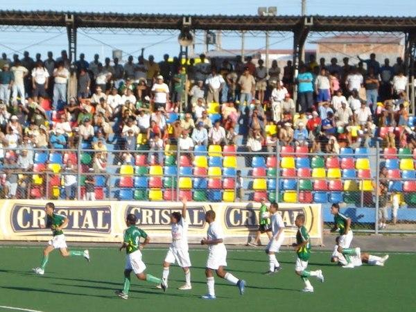 Escena del UNU 1 - Óscar Benavides 0, por los Octavos de Final de la Copa Perú 2007 (Foto: Programa Tiro Libre)