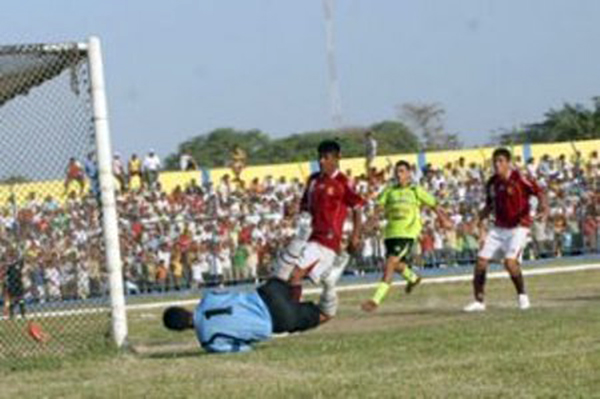 Renovación Pacífico hizo una interesante campaña en 2008, pero ante Torino solo pudo empatar 0-0. (Foto: diario Correo de Tumbes)