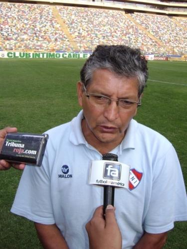 Jorge Machuca, el ex preparador físico de Juan Carlos Oblitas, está al frente de la ilusión de CNI por volver a Primera. Ya tiene un ascenso en su haber: con Sport Coopsol -luego vendido a la San Martín- en 2003 (Foto: DeChalaca.com)