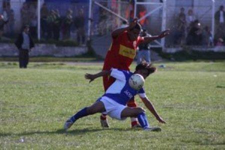 Jugando de azul, los acorianos no pudieron oponer mucha resistencia al encumbrado Sport Huancayo de José Ramírez (Foto: diario Correo de Huánuco)