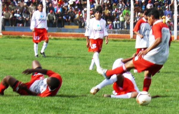Unión Alfonso Ugarte de Tacna en Juliaca, por los cuartos de final de la Copa Perú 2009. Aquella vez cayó 2-1 ante Diablos Rojos (Foto: diario Los Andes de Puno)
