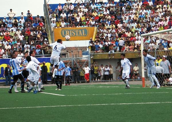 Otra vez con Genebrardo Arenas como capitán, como en Pucallpa en 2009, DIM sucumbió en cuartos de final de la Copa Perú. (Foto: Juan Castillo Plascencia)