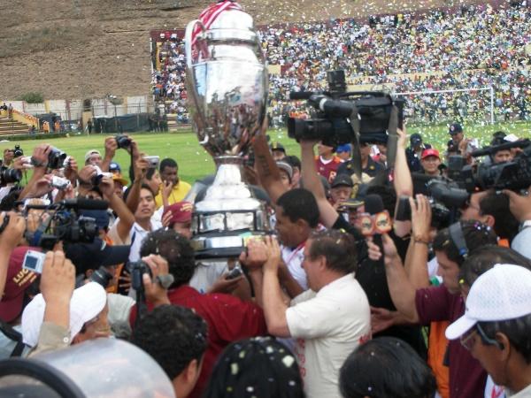 EN TUS GARRAS ENCOMIENDO MI COPA. Huánuco ya tiene la Copa Perú entre manos (Foto: Abelardo Delgado / DeChalaca.com, enviado especial a Huánuco)