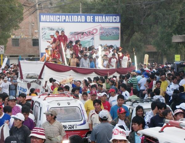 LEÓN ES DE PRIMERA. Todas las calles se embriagaron de felicidad tras el título que obtuvo el hijo pródigo de la ciudad (Foto: Abelardo Delgado / DeChalaca.com)