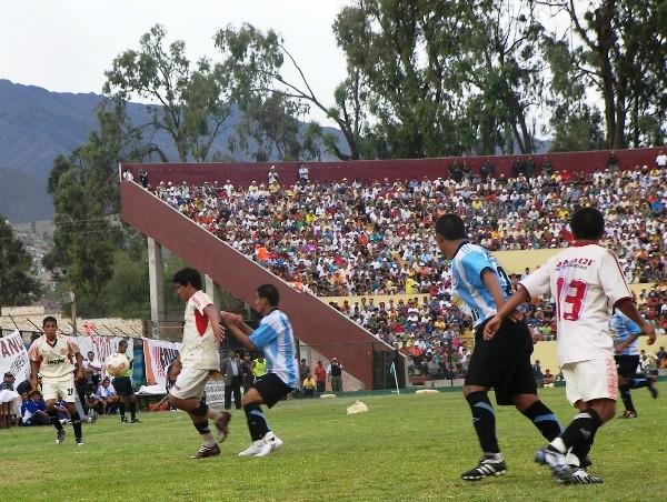 CONTROL EFECTIVO. Lozada y todo León mantuvieron el esférico lejos del alcance pucallpino en el complemento (Foto: Abelardo Delgado / DeChalaca.com, enviado especial a Huánuco)