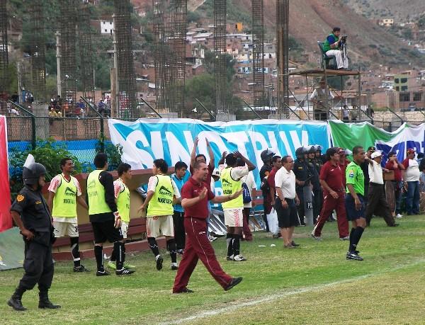 HACE SU PARTE. Martín Bressán pide tiempo. El argentino llegó para reforzar la parte física y cumplió su cometido (Foto: Abelardo Delgado / DeChalaca.com, enviado especial a Huánuco)