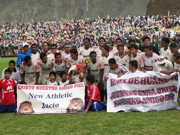 EL RUGIDO FINAL. León salió al campo con la intención firme de borrar los 15 años de espera para volver al fútbol grande (Foto: Abelardo Delgado / DeChalaca.com, enviado especial a Huánuco)