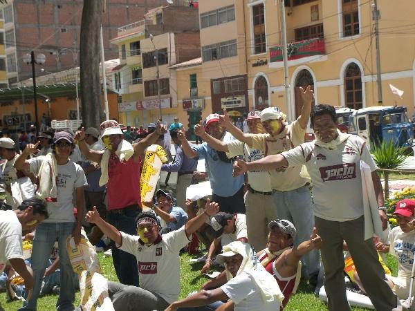 CARAS PINTADAS. Desde tempranas horas, los aficionados huanuqueños invadieron las inmediaciones del Heraclio Tapia y empezaban a vivir su propio partido (Foto: Abelardo Delgado / DeChalaca.com)
