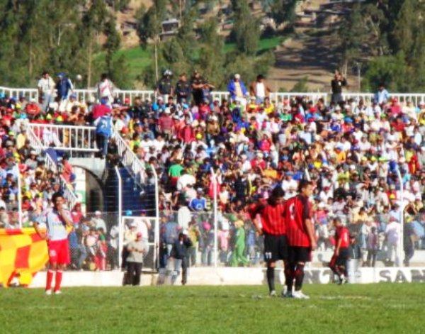 DUPLA PENSANTE. Carlos Otero y Fernando Martínez pilotearon el ataque andahuaylino. Erraron mucho de cara al gol (Foto: Gilberth Chiquillán Huayhuas)