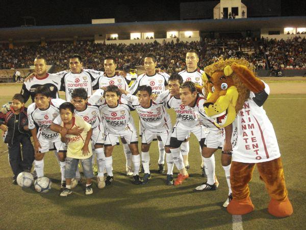 SERÁ PARA LA PRÓXIMA. Universitario de Trujillo se despidió de la Copa Perú, pero no podra olvidar facilmente su portentosa campaña a lo largo del año (Foto: Carlos Asmat)