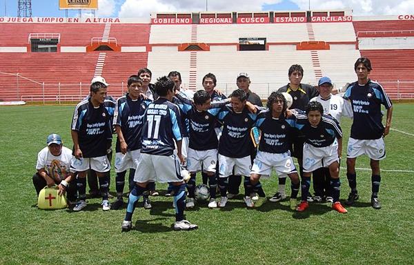 Real Garcilaso con un uniforme alterno que quizás el actual equipo pueda readoptar pensando en la próxima temporada (Foto: prensa Real Garcilaso)
