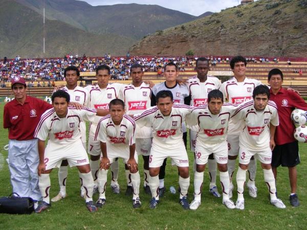 LEÓN. Uno de los históricos que sigue en carrera: el cuadro crema de Huánuco derrotó al Sport Ticlayán y ganó (Foto: Jesús Suárez)