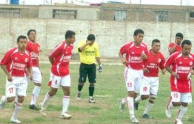 Con camisetas tan rojas como las del 'Ciclón', el Aurich Pastor se estrena en la Liga Superior (Foto: diario Correo de Chiclayo)