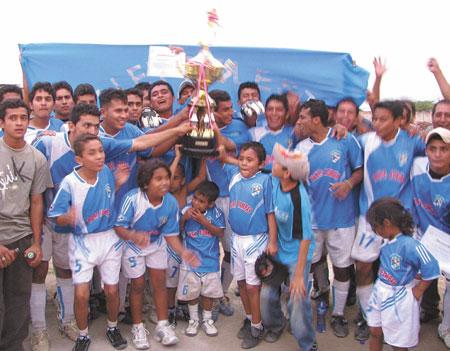 El 'Ballet Celeste' del Sport Pampas obtuvo el título de la Liga Superior de Tumbes (Foto: diario Correo de Tumbes)