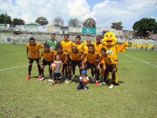 ALEGRÍA 'CANARIA'. Deportivo Cali alcanzó sus primeros tres puntos de la Etapa Regional y aún sueña con acceder a la siguiente instancia (Foto: revista Gol de Oro de Tarapoto)