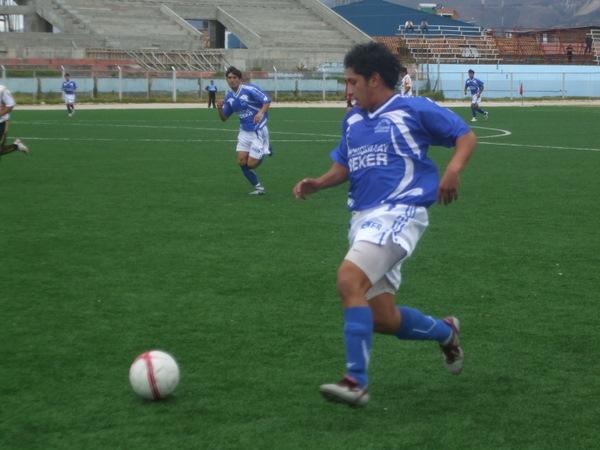 OJO CON LOS AZULES. Los encañadinos hilvanaron su segundo triunfo en la Etapa Regional y sueñan con llegar a la Etapa Nacional (Foto: diario El Clarín de Cajamarca)