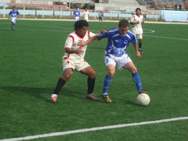 FUE PACIENTE. Aunque terminó ganando por tres goles, Michiquillay tuvo que esperar hasta el segundo periodo para hacer la diferencia (Foto: diario El Clarín de Cajamarca)
