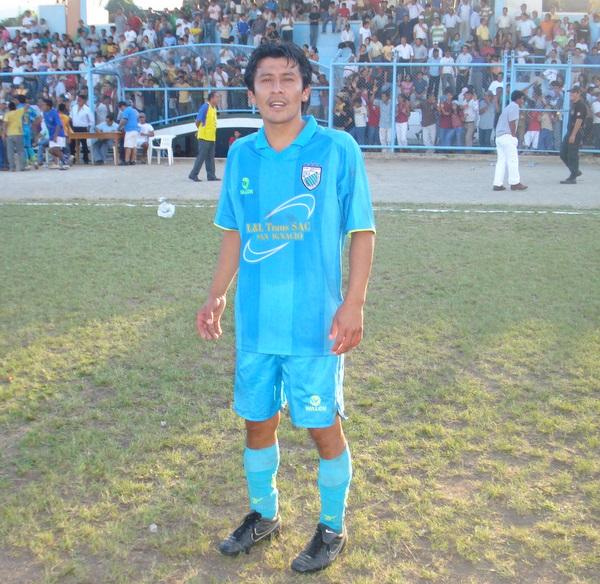 SELLÓ EL TRIUNFO. Enderson Bravo marcó el segundo y definitivo tanto, con el que los locales aseguraron la victoria (Foto: Omar Saavedra Urcia)