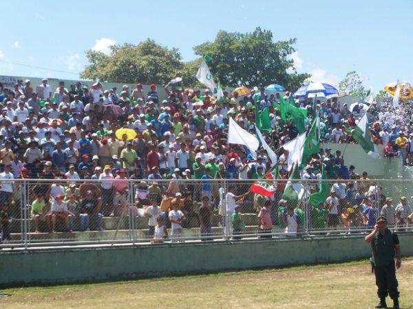 HABLA POR SÍ SOLA. La imagen muestra a los aficionados tarapotinos, quienes acompañaron en gran número al conjunto unionista (Foto: revista Gol de Oro de Tarapoto)