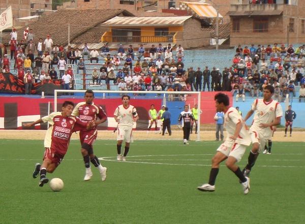 ELLOS NO FALLARON. El público cajamarquino se dio cita en gran número para apoyar a su crédito local (Foto: Prensa Universitario de Trujillo)