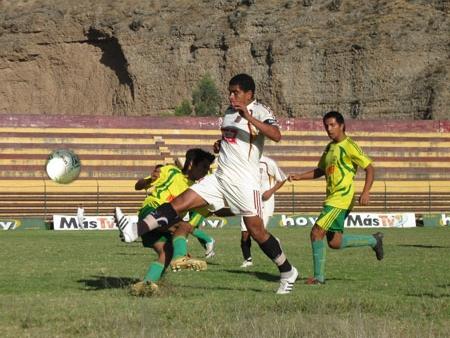 Escenas del partido entre León y UNAS, or la fecha 16 de la Liga Superior de Huánuco en 2009. Aquella vez los cremas del centro ganaron por 7-1 (Foto: Jesús Suárez / DeChalaca.com)
