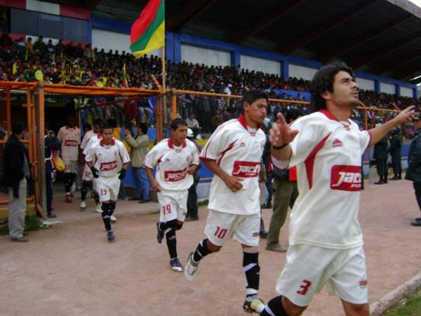 PARTIDO 22. En Pasco, León salió al campo decidido y le ganó de visita un partido clave al Ticlacayán (Foto: Kózac Meza)