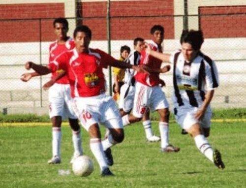 Aunque los duelos Espinosa - Victoria -en la imagen- son bastante tradicionales en Ica, el clásico rival de los rojos es Sport San Martín. (Foto: diario Correo de Ica)