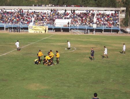 Ante buena concurrencia de aficionados calqueños, Humberto Luna superó a Municipal de Yauri en el duelo de ida (Foto: Lennin Carrillo Álvarez)