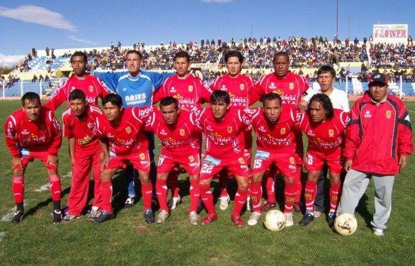 TARDE DE ENSUEÑO. Diablos Rojos se presentaba ante sus seguidores para cumplir con el primer cotejo de la final regional (Foto: Puno Deportes)