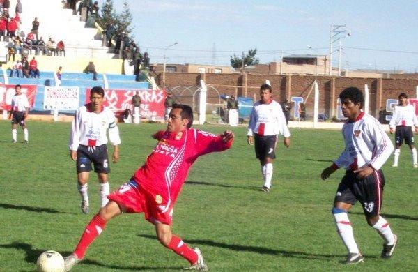 CÓMODO TRIUNFO. Los jugadores juliaqueños consiguieron un buen triunfo en la ida y ahora deberán buscar un resultado positivo en Andahuaylas (Foto: Puno Deportes)