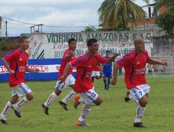 Unión Comercio y Alianza Porvenir Unicachi, en el primer partido de la final de la Copa Perú 2010. Los de Nueva Cajamarca ganaron por 2-0 (Foto: Abelardo Delgado / DeChalaca.com)