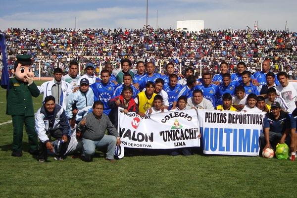 POR EL SUEÑO. Alianza Porvenir - Unicachi salió al campo de Juliaca con todo el apoyo. (Foto: Abelardo Delgado / DeChalaca.com, enviado especial a Juliaca)