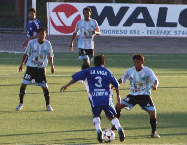 Por el duelo de revancha de octavos de la Copa Perú 2010, Deportivo Hospital eliminó al Cultural Géminis con un abultado 4-1 (Foto: Jarol Chota)