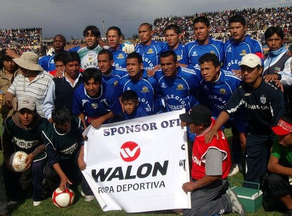 A LA ORDEN DEL DÍA. Porvenir Unicachi no perdió la ocasión para promocionar la marca de una conocida empresa deportiva. (Foto: Diario Los Andes)