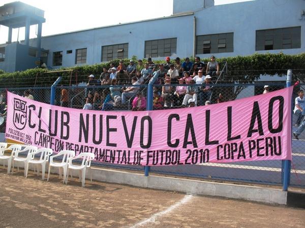TRAJO SU GENTE. Pese a la lejanía, los hinchas carmelinos llegaron a Santa Clara para apoyar al vigente campeón chalaco. (Foto: José Salcedo / DeChalaca.com)