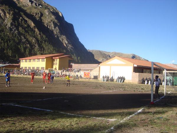 PUNTO FATÍDICO. Cuando se jugaban los 25', los udaínos inaugurarían el marcador gracias a un penal correctamente ejecutado. (Foto: Víctor Marcas Sacha)