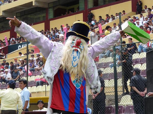 Pocos lo recuerdan, pero 'Corrochano' tuvo presencia en las tribunas del Heraclio Tapia en la temporada 2011 (Foto: Jesús Suárez / DeChalaca.com)