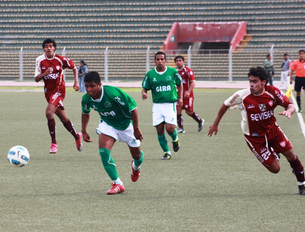 Los Caimanes clasificó en 2011 en Chiclayo a costa de Universitario de Trujillo gracias al gol de visita. (Foto: diario La Industria de Chiclayo)