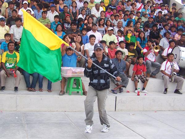 LOS INFALTABLES. La barra de José Olaya dispuesta a imponer presión y ánimos para su equipo. (Foto: diario La Hora de Piura)