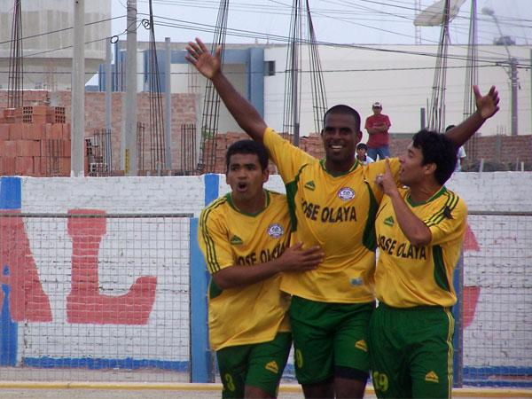 PARA EL CIERRE. Joffré Rivera ponía el 2-0 final. José Olaya supo encontrar los goles en el momento preciso. (Foto: diario La Hora de Piura)