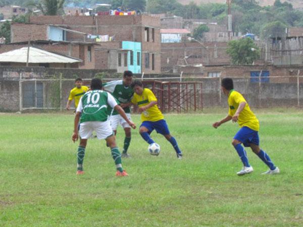 DE PODER A PODER. Los Caimanes partía con cierta ventaja en el encuentro; sin embargo, San Antonio fue emparejando el partido en juego y en marcador. (Foto: Jaime Musayón)