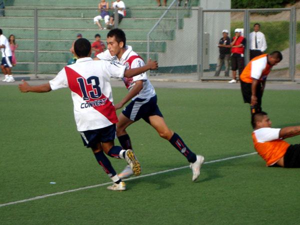 ARRANQUE SOÑADO. Deportivo Municipal hilvanó su segunda victoria en igual número de presentaciones y se ilusiona con tener una inolvidable Copa Perú 2011. (Foto: Paul Arrese / DeChalaca.com)