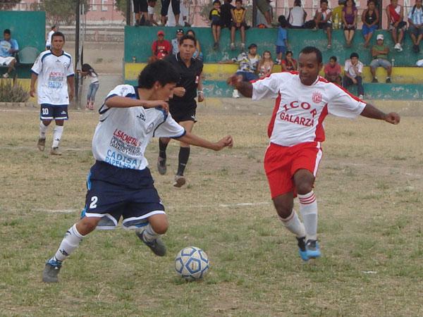 ES UN RODILLO. Estudiantil Ascope goleó a Porvenir Buenos Aires y no se desprende la punta del campeonato. (Foto: Paul Arrese / DeChalaca.com)